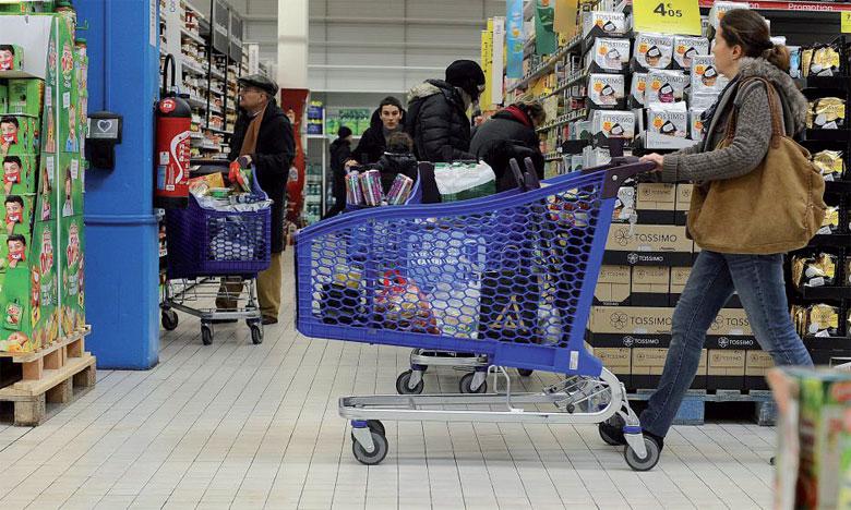 La hausse de l'inflation est renchérie par les prix alimentaires et menace le pouvoir d'achat  des Britanniques.