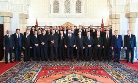 S.M. le Roi nomme les membres du nouveau gouvernement