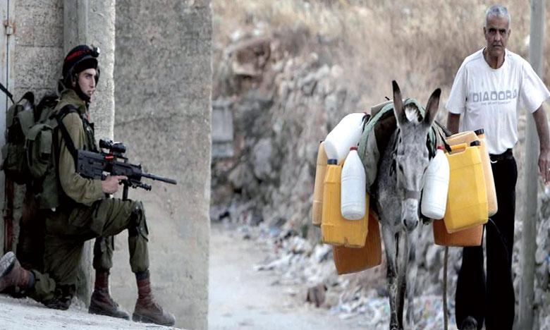 Des dizaines de milliers de Palestiniens sont privés d'eau à la suite d'une coupure volontaire de la compagnie nationale Israélienne des eaux.