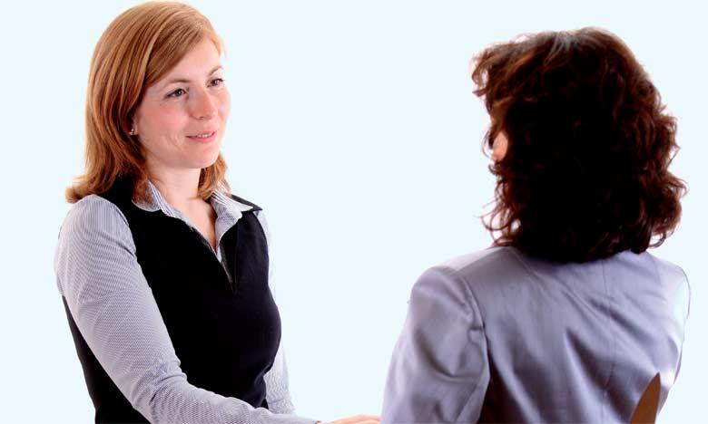 Le coaching d'équipe peut recadrer les relations interpersonnelles et les rendre plus réelles et plus honnêtes.