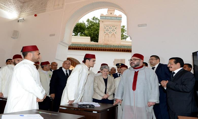 S.M. le Roi préside la cérémonie de présentation du programme  de réhabilitation des Médersas restaurées de la ville de Fès et leur ouverture au profit d'étudiants de l'Université de la Quaraouiyine