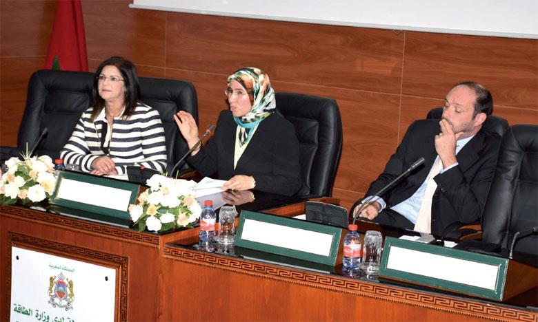 Nezha El Ouafi (au centre), secrétaire d'État au Développement durable, à Rabat le 30 juillet 2017.                 Ph. Kartouch