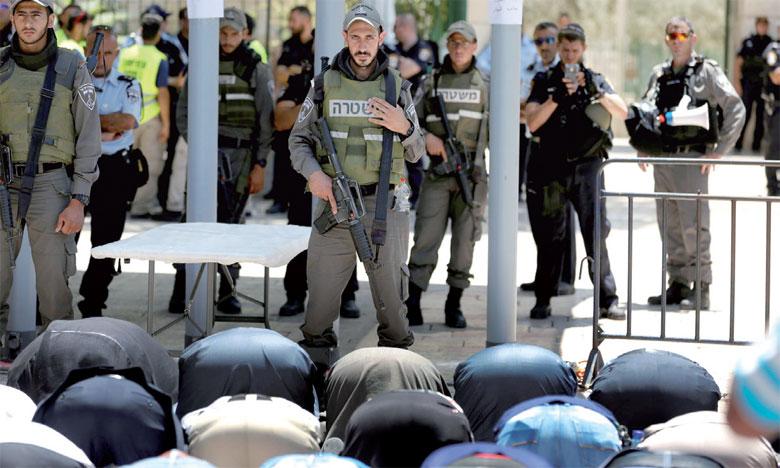 Les Palestiniens ont boycotté le site, priant en dehors, et les violences ont été quotidiennes.