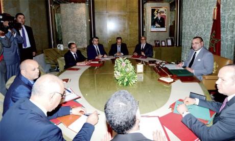 10 septembre 2013: S.M. le Roi Mohammed VI a présidé, à Casablanca, une séance de travail consacrée à l'examen des divers volets relatifs à la problématique de l'immigration  dans notre pays et ce, dans la perspective d'établir une nouvelle politiqu