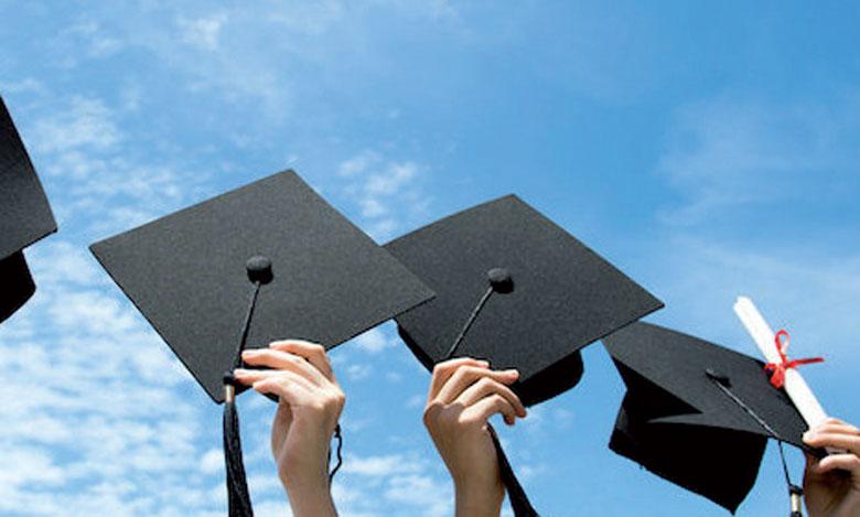 L'Université est résolue à garantir une meilleure intégration de ses étudiants dans leur environnement en innovant en termes d'accompagnement et de suivi.