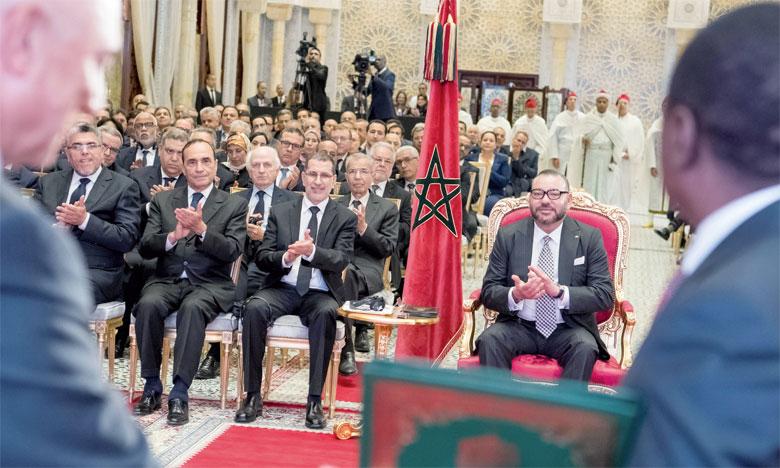 15 mai 2017: S.M. le Roi Mohammed VI a présidé, à Rabat, la cérémonie de signature d'accords relatifs au projet du Gazoduc Nigeria-Maroc et à la coopération maroco-nigériane dans le domaine des engrais.Ph. MAP