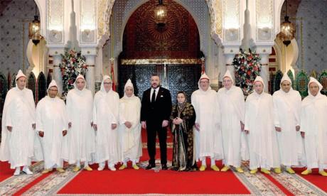 4 avril 2017: S.M. le Roi Mohammed VI a reçu, à Casablanca, le président et les membres de la Cour constitutionnelle, que le Souverain a nommés dans leurs nouvelles fonctions.Ph. MAP