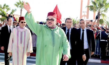 7 novembre 2015: S.M. le Roi Mohammed VI a présidé, à Laâyoune, la cérémonie de lancement du nouveau modèle  de développement des provinces du Sud.  Ph. MAP