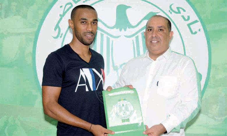 Malgré la crise profonde que traverse le club, le Raja continue de recruter de nouveaux joueurs.