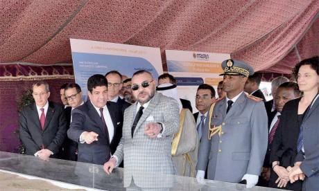 1er avril 2017: S.M. le Roi Mohammed VI a procédé au lancement des travaux de réalisation de la Centrale Noor Ouarzazate IV, ultime étape du plus grand complexe énergétique solaire au monde dont la capacité totale atteindra 582 MW.Ph. MAP