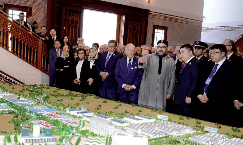20 mars 2017 : S.M. le Roi Mohammed VI a présidé, à Tanger, la cérémonie de présentation du projet de création de la ville nouvelle «Cité Mohammed VI Tanger-Tech» et de signature du protocole d'accord y afférent.Ph. MAP