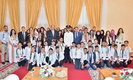 Son Altesse Royale le Prince Héritier Moulay El Hassan reçoit les enfants maqdessis participant à la 10e édition des colonies de vacances de l'Agence Bayt Mal Al-Qods