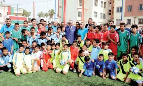 30 mars 2017 : S.M. le Roi Mohammed VI a procédé, à Casablanca, à l'inauguration d'un terrain de sport de proximité. Ph. MAP
