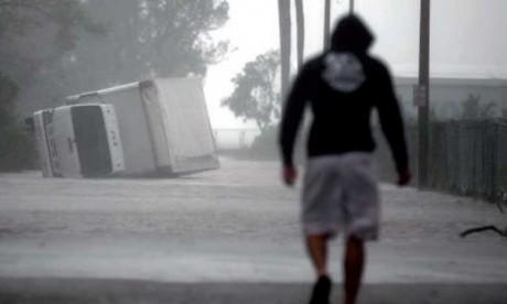 Irma rétrogradé en tempête tropicale, mais  la prudence reste de mise