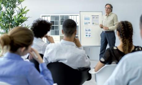 La formation est un moyen pour motiver les salariés en leur apportant une nouvelle expérience, mais aussi un partage d'expérience en cas de formation interentreprises.