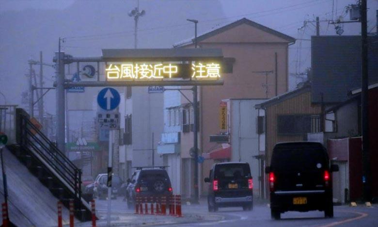 Le typhon Talim est arrivé sur Kyushu, la plus méridionale des quatre grandes îles du Japon, avec des vents allant jusqu'à 162 km/h, et des menaces de grosses vagues. Ph :  AFP