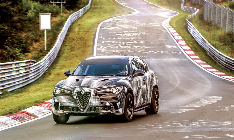 Parfaite alliance entre la passion italienne et l'innovation de haute facture, Stelvio regroupe toutes les qualités dynamiques,  stylistiques et mécaniques d'une authentique sportive.