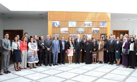 Remise de certificats à des lauréats diplomates d'Océanie