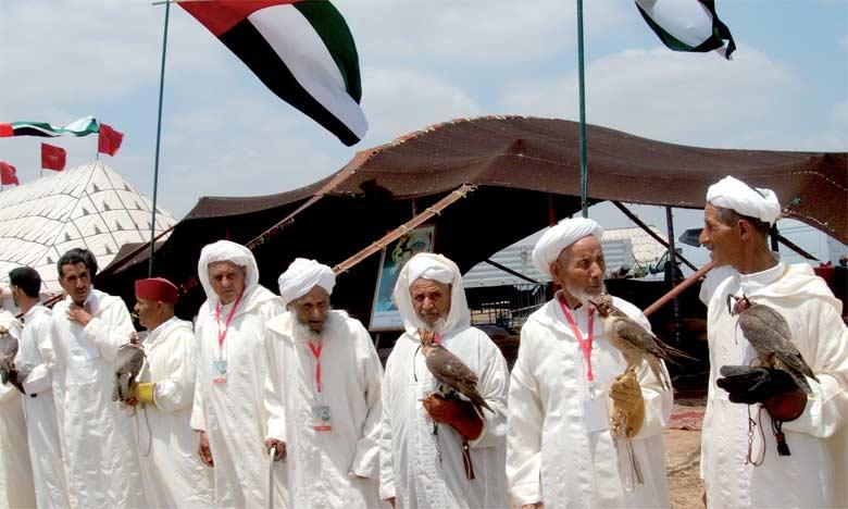 Contrairement à ce qui se pratique ailleurs, à Zaouïat Lekoussem, la fauconnerie est pratiquée par des citoyens ordinaires  et se transmet de père en fils.