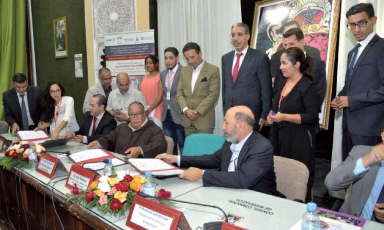La convention a été paraphée par l'entreprise AAQIUS, le Conseil régional de Marrakech-Safi, le Conseil communal de la Cité ocre, l'Université Cadi Ayyad et l'Institut de recherche en énergie solaire et énergies renouvelables. Ph. DR