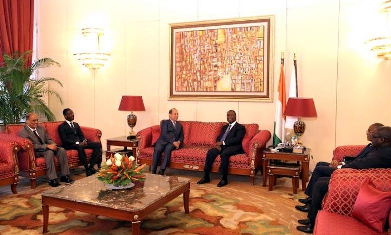 Le Président de la République de Côte d'Ivoire, S.E.M. Alassane Ouattara, s'entretenant avec Abdeslam Ahizoune, président du directoire du Groupe Maroc Telecom. Ph : DR