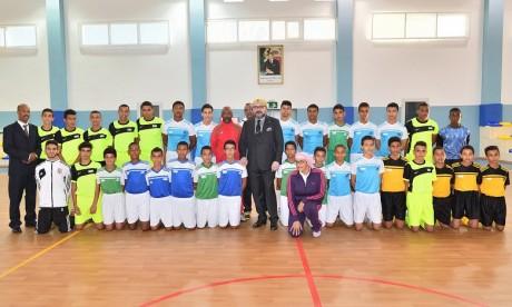 Sa Majesté le Roi inaugure le complexe socio-éducatif, sportif et médical «Ennahda» à l'arrondissement Youssoufia à Rabat
