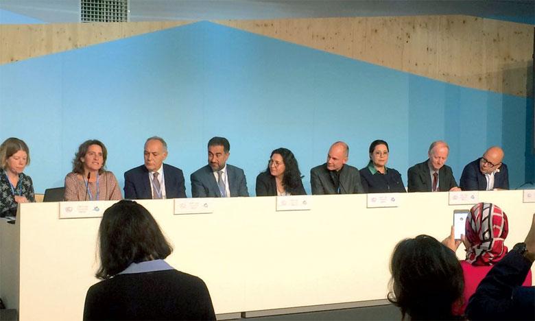 La Secrétaire d'État chargée du développement durable, Nezha El Ouafi, et Mohamed Benyahia, directeur de la coopération au même département lors de l'ouverture de la COP23 à Bonn. Ph. DR.