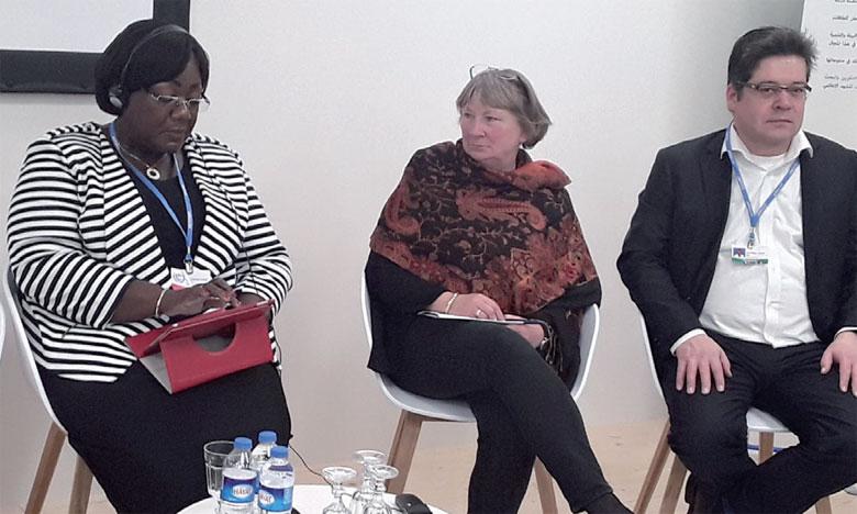 Christiane Bogenmann-Hagedorn, directrice au ministère fédéral allemand de  l'Environnement (au centre), au Pavillon marocain le 15 novembre2017.