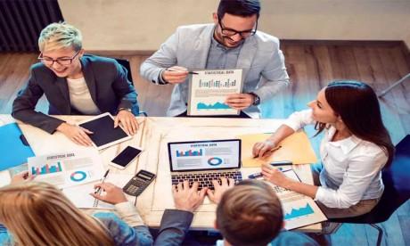 Le manager doit apprendre à écouter, communiquer, expliquer et motiver ses collaborateurs en leur offrant un climat social favorisant l'expression et la transparence.