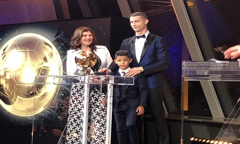 Le Ballon d'Or France Football 2017 attribué à Cristiano Ronaldo