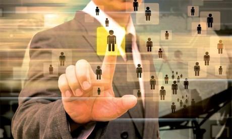 La clé réside dans la capacité à fournir aux candidats le poste et les missions qui conviennent le mieux, bien entendu dans le respect des limites de l'entreprise, à leur type de personnalité.
