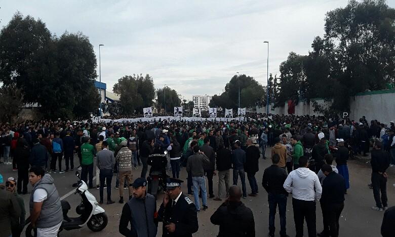 Les manifestants ont appelé à l'assainissement de la gestion du club et au départ du président et de « ses acolytes ».