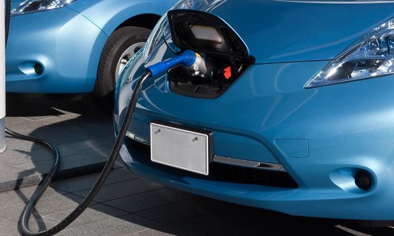 Des bornes de recharge électrique sur les autoroutes début 2018