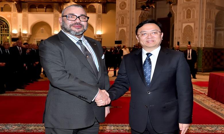 """S.M. le Roi reçoit à Casablanca le président du groupe chinois """"BYD Auto Industry"""""""