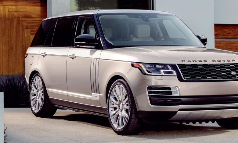 Disponible uniquement en version longue (LWB), le Range Rover SVAutobiography offre de nombreux éléments de confort tels que la fermeture des portes arrière par simple pression d'un bouton.