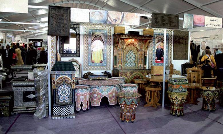 Les produits exposés représentent pratiquement toutes les filières du secteur, allant de la poterie, la vannerie, la céramique, la dinanderie, le cuir, aux articles de cadeaux, de la décoration et accessoires de maison.