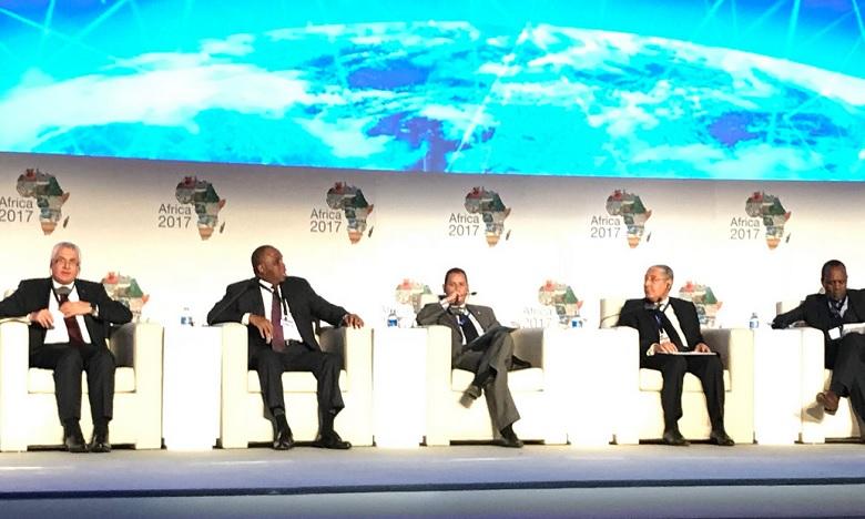 Le président d'Attijariwafa Bank plaide pour la promotion des investissements en Afrique