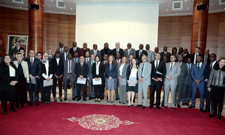 Remise de certificats à 25 lauréats de l'Académie marocaine des études diplomatiques