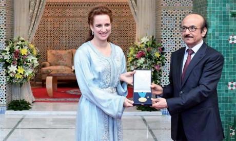 25 mai 2017 : S.A.R. la Princesse Lalla Salma reçoit à Rabat la médaille d'or de l'OMS.