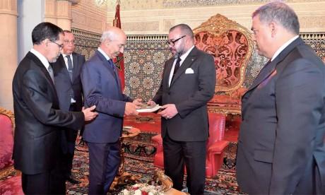 24 octobre 2017 : Le Premier président de la Cour a présenté devant Sa Majesté le Roi un rapport comportant les résultats et conclusions de la Cour sur le programme « Al Hoceima : Manarat Al Moutawassit».
