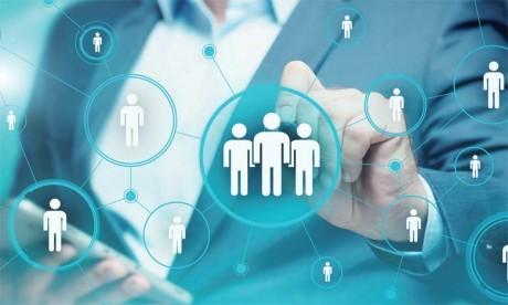 Le monde2.0 facilite le processus de recrutement en termes de gain de temps, d'accessibilité, de réduction des coûts et de pertinence.
