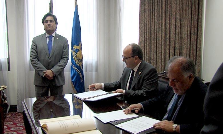 L'accord de coopération dans le domaine parlementaire, a été signé par le président de la Chambre des conseillers, Hakim Banchamach, et le président de la Chambre des députés chilienne, Osvaldo Andrade. Ph : DR