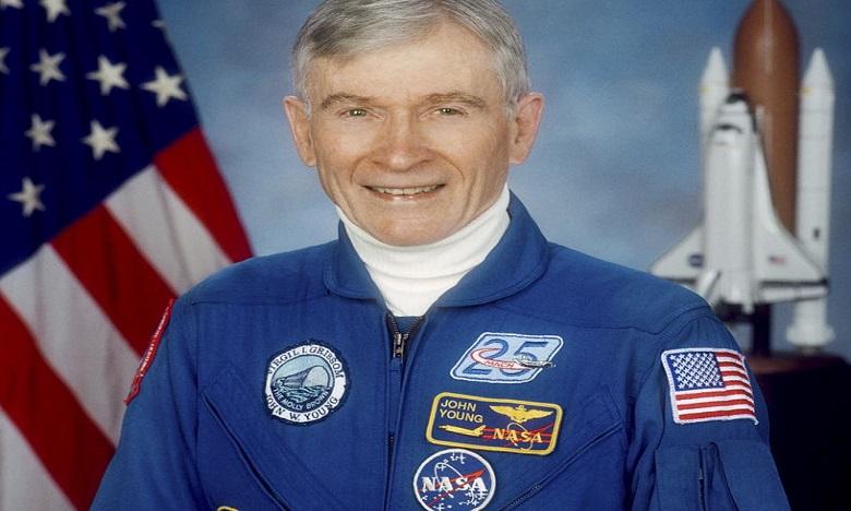 Décès de l'astronaute John Young, pionnier des sorties dans l'espace