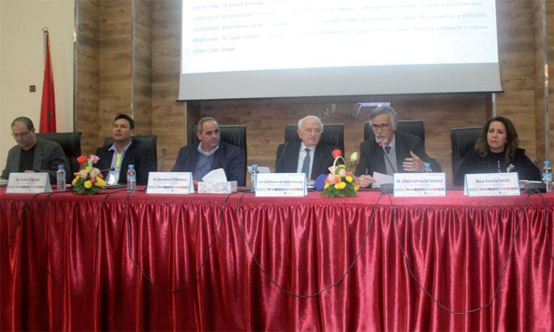 Plusieurs hommes et femmes de lettres, d'artistes et d'universitaires ont mis l'accent sur la grande contribution du défunt à la pensée marocaine, notamment dans les domaines de la littérature et de l'art.