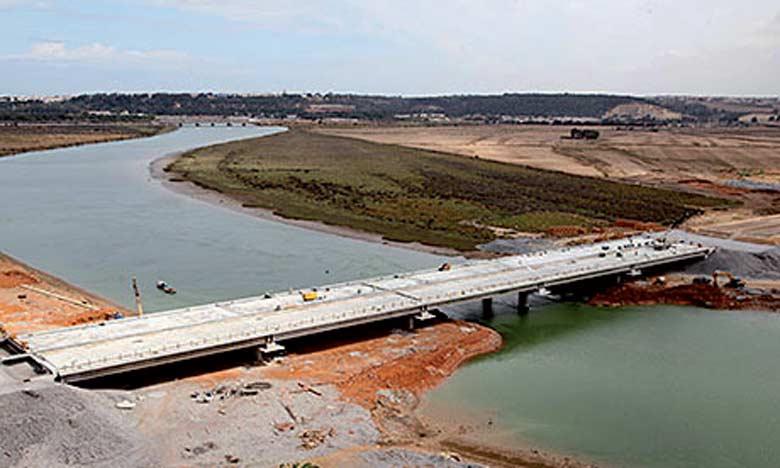 La rocade urbaine N°2 contribuera à faciliter la circulation entre Rabat et Salé, en absorbant 30% du trafic entre les deux villes (environ 30.000  véhicules par jour).