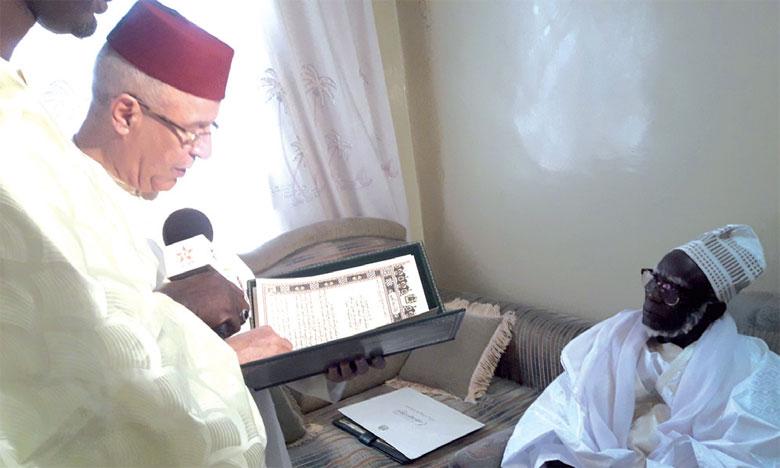 Ahmed Toufiq remet un message  de condoléances de S.M. le Roi au nouveau Khalife de la Confrérie mouride