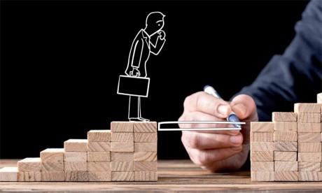 Le département RH, en collaboration avec les chefs d'équipe, doit tout faire pour aider chaque salarié à être acteur de son parcours professionnel.
