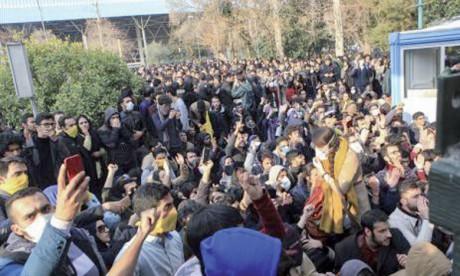 450 manifestants arrêtés à Téhéran depuis samedi
