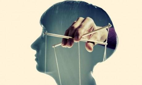 En milieu professionnel, certains managers utilisent le chantage émotionnel ou affectif pour gérer  des personnes hyper-sensibles et empathiques.