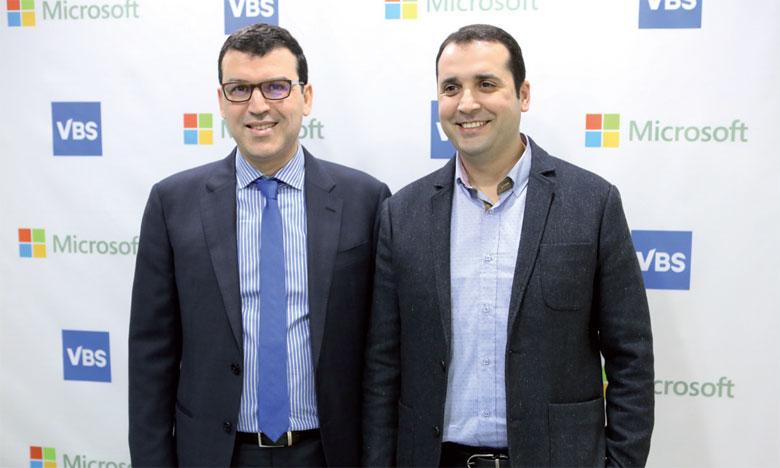 De gauche à droite: Hicham Iraqi Houssaini, directeur général de Microsoft Maroc, et Zouhair Brouzi, PDG de VBS.